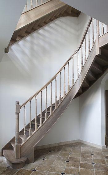 Service de pièces d'escalier
